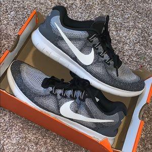women's grey & black Nike Free Runs! Size 8